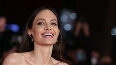 Minh tinh Angelina Jolie thần thái sang chảnh dự LHP Rome