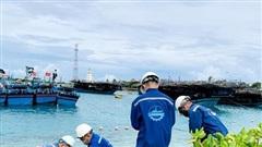 Hàng trăm ngư dân vào âu tàu, làng chài ở quần đảo Trường Sa vào tránh trú ATNĐ
