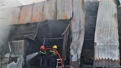 Vụ nhà kho bị 'nuốt chửng': Phát ra nhiều tiếng nổ trước đó!