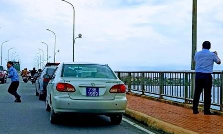 Dừng đỗ xe trên cầu bị phạt nặng như thế nào?