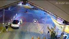 Ô tô cố tình vượt chốt kiểm dịch, đâm ngã CSGT