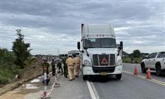 Xe container kéo lê xe máy, một thiếu niên tử vong thương tâm