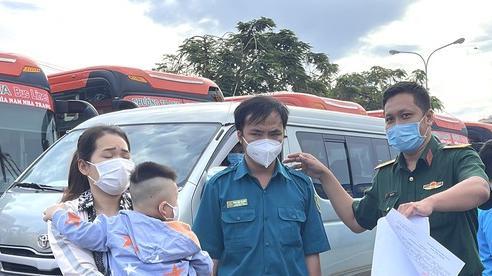 Bộ Tư lệnh TPHCM tiếp tục đưa 700 người dân về quê theo nguyện vọng