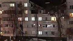 Nổ lớn phá hủy một phần tòa nhà 5 tầng ở Nga, nhiều người mắc kẹt dưới đống đổ nát