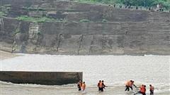 Quảng Trị: Hơn 4 giờ đồng hồ giải cứu 7 người bị nạn trên sông Thạch Hãn