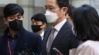 Vừa ra tù, 'Thái tử' Samsung lại dính án phạt mới