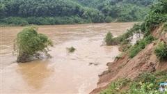 Quảng Bình: Sạt lở dọc bờ sông Gianh