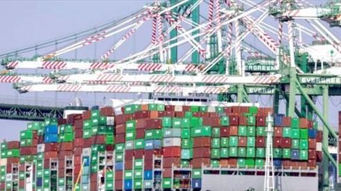 24 tỷ USD giá trị hàng hóa chờ cập cảng California (Mỹ)