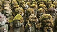Ngôi đền với 1.200 bức tượng đá rêu phong tại Nhật Bản