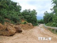 Quảng Ngãi khắc phục, thông tuyến điểm sạt lở ở các huyện miền núi