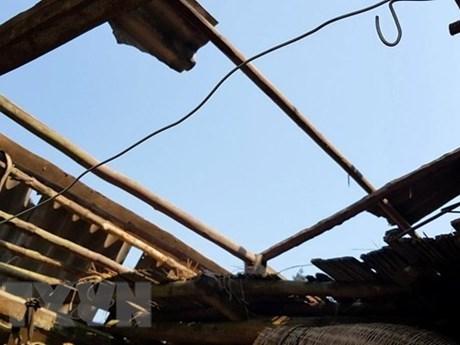 Quảng Ngãi: Lốc xoáy làm hàng chục ngôi nhà dân bị tốc mái