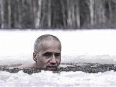 Người đàn ông Lithuania lập kỷ lục khi ngồi trong đá lạnh suốt 3 giờ