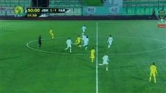 Video: 'Phá bóng' từ giữa sân, cầu thủ ghi siêu phẩm khó tin