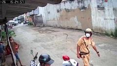 Vi phạm giao thông, người đàn ông còn thách thức CGST