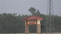 Các tỉnh miền Trung khắc phục hậu quả mưa lũ, tiếp tế khu vực bị chia cắt