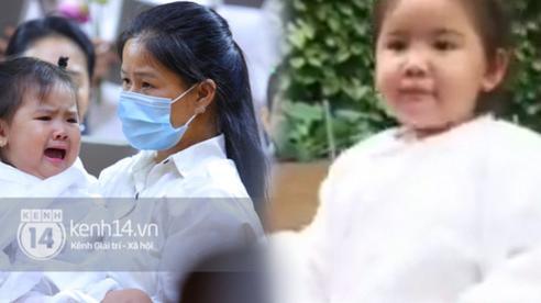 Clip con gái Vân Quang Long ngây thơ trả lời câu hỏi 'Ba đi đâu': Nhìn nụ cười và ánh mắt của bé mà đau lòng!