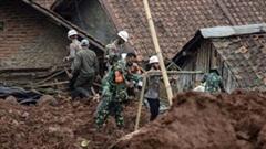 Thảm họa lở đất kép, ít nhất 12 người thiệt mạng ở Indonesia
