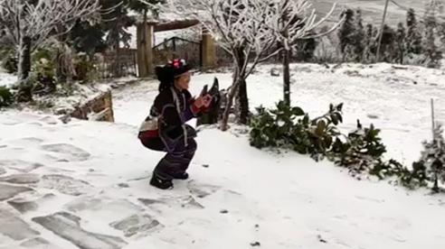 ĐỪNG LỠ ngày 11/1: Tuyết rơi trắng trời ở Y Tý và Sa Pa, mặt đường đóng băng nhiều ô tô gặp nạn; Đốt than sưởi ấm, 2 chị em họ thương vong