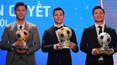 Vượt qua cặp trung vệ của Viettel, Văn Quyết giành Quả bóng vàng đầu tiên trong sự nghiệp