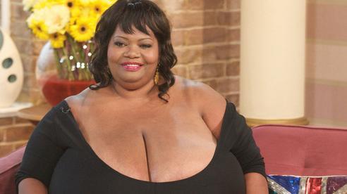 Người phụ nữ ghi danh kỷ lục Guinness vì bộ ngực khủng chưa từng thấy, 20 năm sau hình ảnh đôi gò bồng đào ấy vẫn khiến người ta choáng váng