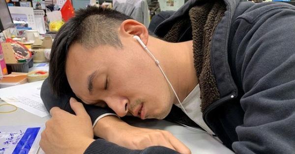 Chàng trai luôn cảm thấy mệt, cơ thể có mùi nước tiểu, đi khám bác sĩ kết luận 'chạy thận cả đời'