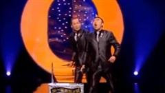 Hai anh chàng tóc 'chào mào' khiến khán giả 'cười té ghế' với màn ảo thuật độc đáo