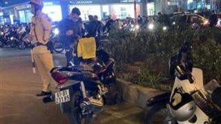 Hà Nội: Sau va chạm giao thông, nam thanh niên rút dao đâm gục người đi đường