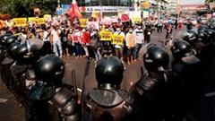 Người Myanmar xuống đường trong cuộc biểu tình lớn chưa từng có