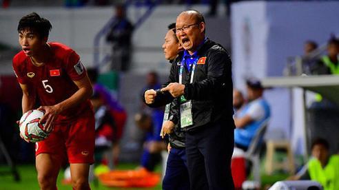 Lịch đá World Cup liên tục lùi, HLV Park Hang-seo vẫn nhận tin xấu về Văn Hậu