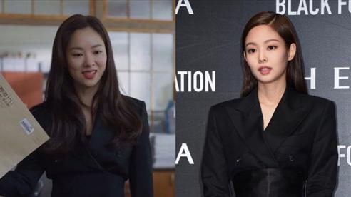 'Bồ mới' của Song Joong Ki khí chất cũng ngang ngửa Jennie khi cùng diện vest gần 40 triệu