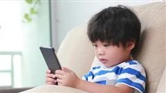 Phì cười với loạt tin nhắn đầu tiên giữa con cái và bố mẹ: Đám nhóc loay hoay không biết bấm chữ, ngỡ ngàng trước từng từ viết tắt