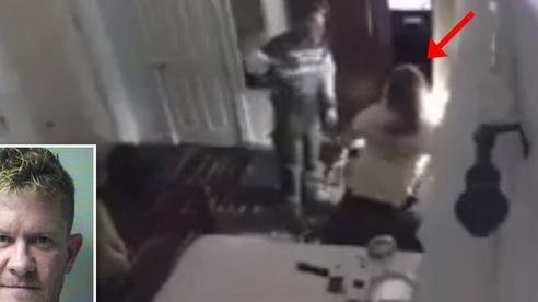 Thiếu nữ 14 tuổi gắn camera trong phòng ngủ, không lâu sau đã khiến cảnh sát ập đến bắt giữ bố ruột
