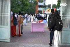 Sau kỳ nghỉ dài, học sinh TP HCM quay trở lại trường