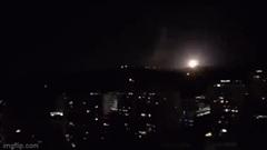 """Phòng không Syria trổ tài đánh chặn """"mưa tên lửa"""" của Israel"""
