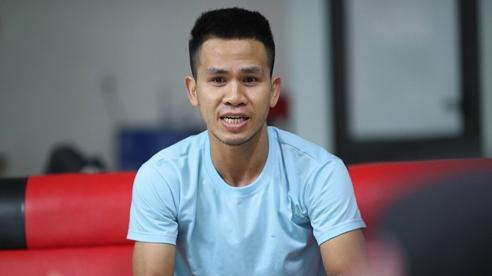 'Người hùng' Nguyễn Ngọc Mạnh giải thích thông tin không chạm được vào bé gái rơi từ tầng 12A