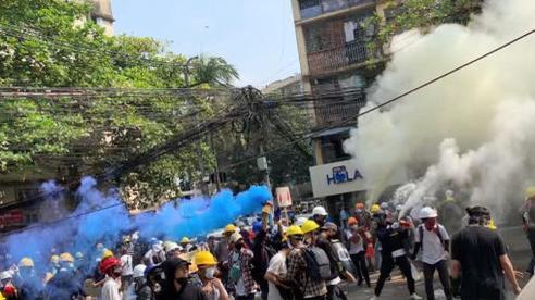 Người Myanmar chứng kiến 'ngày đẫm máu' nhất trong 1 tháng biểu tình