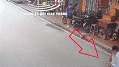 Nam sinh chạy xe máy tốc độ cao tông văng người sang đường
