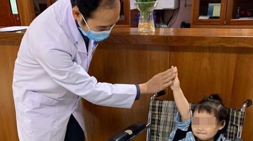Bé gái rơi từ tầng 12 chung cư ở Hà Nội được ra viện: 'Đây thực sự là niềm hạnh phúc quá lớn lao của gia đình'