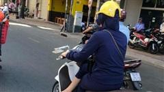 'Lịch sự' quá nhiều lúc cũng khổ, điển hình như phong cách ngồi khép nép đến lạ của nữ 'ninja đường phố'
