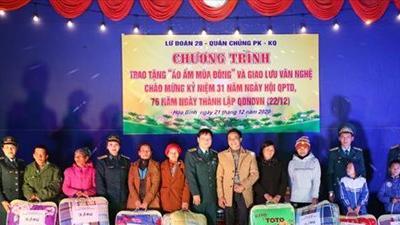 """Lữ đoàn 28 trao tặng """"Áo ấm mùa Đông"""" cho đồng bào, học sinh có hoàn cảnh đặc biệt khó khăn tại xã Đa Phúc"""