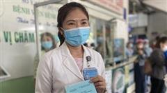 Nữ bác sĩ nhiều lần hoãn cưới vì dịch là người đầu tiên tiêm vaccine COVID-19 tại TP.HCM đúng ngày 8/3: 'Tôi mơ một giấc mơ kỳ lạ'