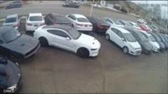 Nam thanh niên giả vờ mua ôtô rồi lái xe sang chạy mất