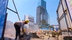 TPHCM: Dân ngóng từng ngày chờ 'xóa sổ' rào chắn tuyến metro số 1