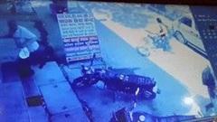 Cướp nổ súng uy hiếp cướp ô tô chở tiền