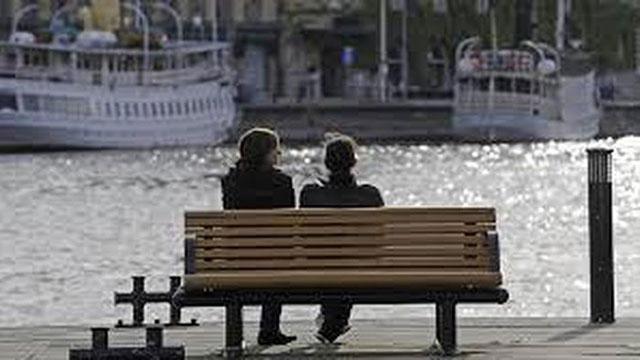 Truyện cười: Lý do chồng mong vợ mau già