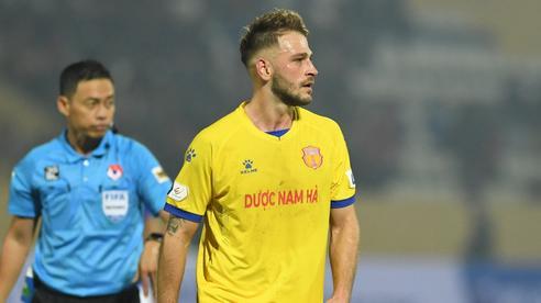 Chê HLV Việt, cầu thủ châu Âu hé lộ về hợp đồng 'kỳ quái nhất thế giới' của CLB V.League