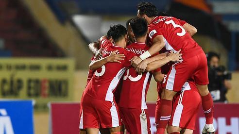 'Đánh sập' chảo lửa nóng nhất V.League bằng đòn độc, Viettel đẩy Nam Định vào thảm cảnh