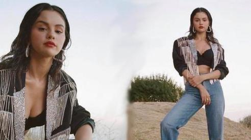 Selena Gomez lăn lê bò toài ở đống cỏ cũng ra bộ ảnh đẹp ngất: Visual đỉnh cao nhưng dân tình chỉ 'dán mắt' vào vòng 1 lấp ló