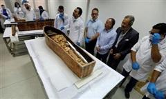 Cận cảnh bên trong quan tài xác ướp 3.400 năm tuổi vừa mở ở Ai Cập