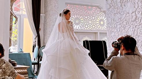 Bạn gái Bùi Tiến Dũng bất ngờ chụp ảnh cô dâu, bao giờ cặp đôi mới cưới?